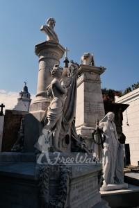 recoleta cemetery tour